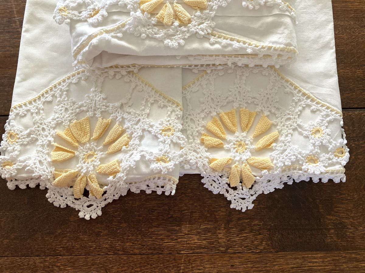 Crochet Edge Sheet Set in Yellow and White, Vintage Pepperell Full Size - product images  of