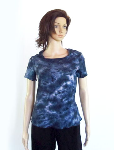 Kobieta,Hand,Dyed,Organic,Cotton,Yoga,Hooded,Tee,-,Ready,to,Ship,Size,XS/SM,yoga tee, yoga tee shirt, yoga shirt, hooded yoga shirt, hooded yoga tee, hoodie yoga, yoga clothes, petite yoga cloted, ppetite hooded tee, hand dyed tee, hand dyed clothes, organic cotton, hand dyed organic cotton, handmade clothes, small business, hand