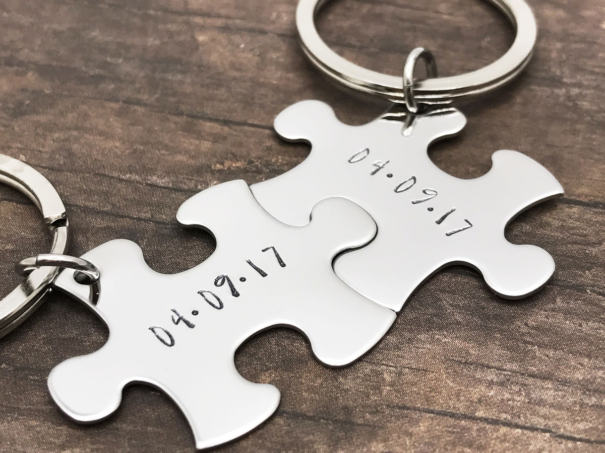 personalized date keychains couples keychains with wedding date