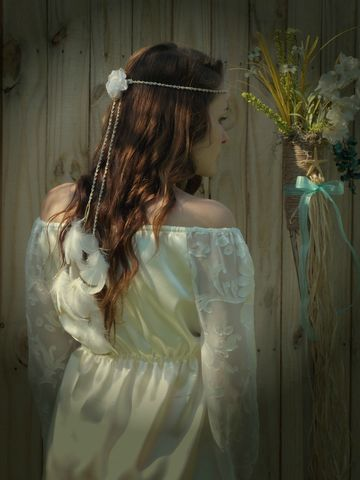 Hippie-Style,Wedding,Feather,Headband,White,and,Gold,-Wear,it,3,ways!,hippie-headband, wedding-headband, feathers-in-her-hair, feather-bride, style-me-pretty, boho-bride, hippie-bride, white-feathers, hair-feathers, gold-dipped, white-gold-wedding, outdoor-wedding, beach-wedding, forest-wedding, woodland-wedding, bride-to-b