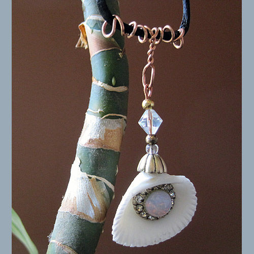Sea Shell Pendant With Bling - product image