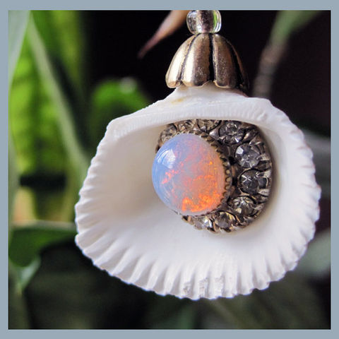 Sea,Shell,Pendant,With,Bling,shell pendant, vintage earring, eye-catcher, opal, rhinestones