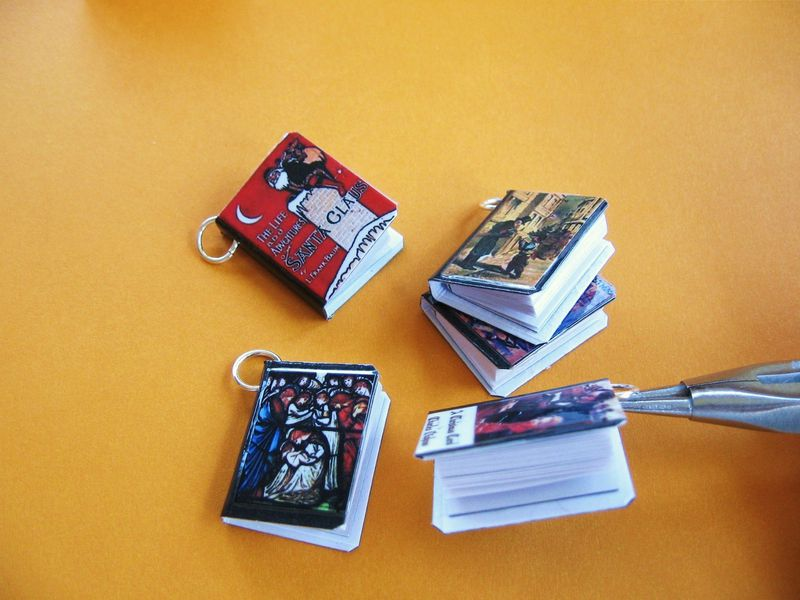Set of 5 Christmas Classics Miniature Book Charms - product image