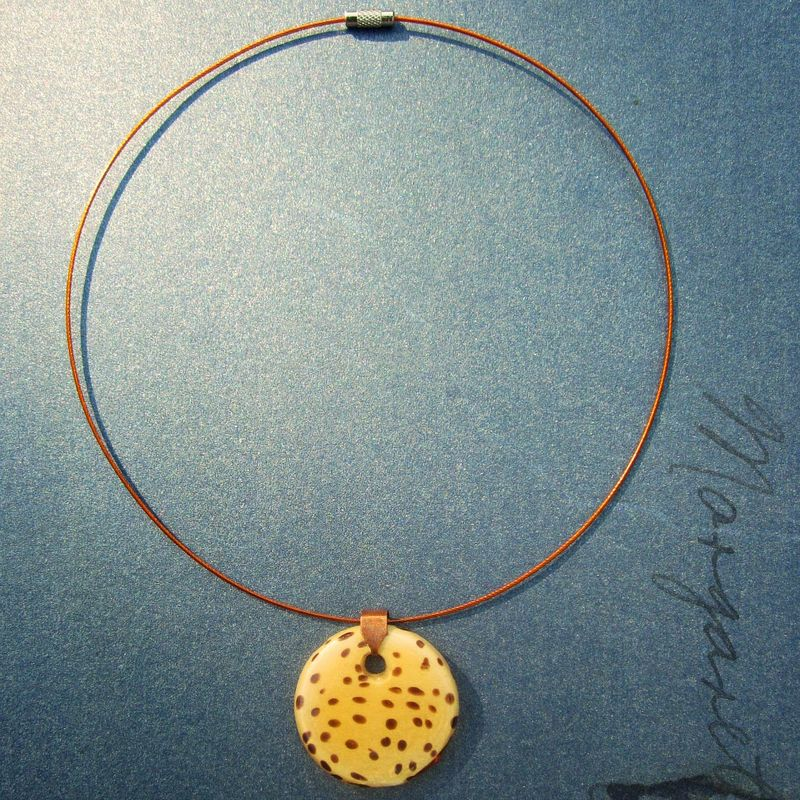 Cable Wire Choker with Speckled Glass Disc Pendant: Manila - product images  of
