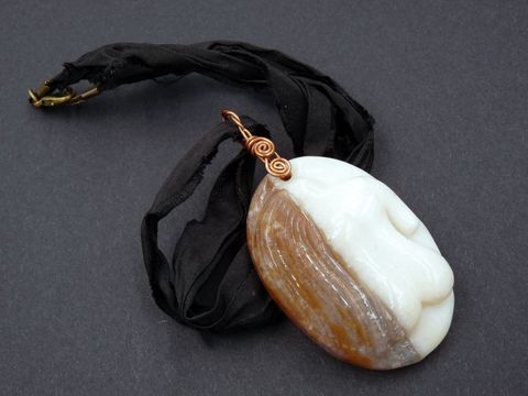 Agate,Goddess,carved,necklace,carved agate goddess,carved agate goddess jewellery,carved agate goddess jewelry,agate goddess pendant,agate goddess necklace