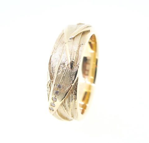 Woven,textured,ring,with,diamonds,Mens gold ring, wedding ring, wedding band, textured gold rings, mens bespoke wedding rings, one of a kind mens jewellery, textured ring with diamonds, bird ring, heron ring, beak ring
