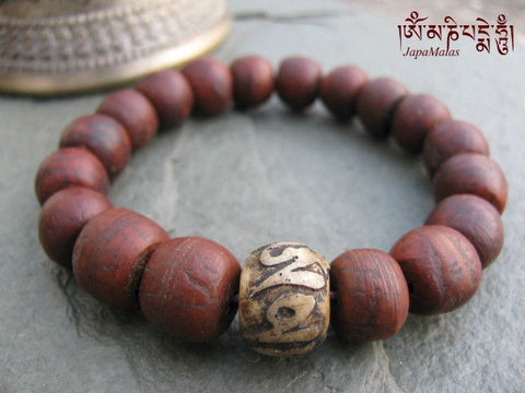 Bodhi,seed,Bracelet,Mala,with,Mantra,carved,guru,bead,purified,&,blessed,mala,Jewelry,Beadwork,japa_mala_bead,buddhist_mala,meditation,yoga,zen,prayer_beads,worry_beads,buddha,bodhi,buddhism,pocket_mala,christmas_in_july,mantras,pure intention,bodhi seed,elastic cord,conch shell
