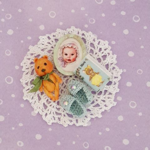 Toys,for,the,Nursery,miniature_teddy_bear_book, miniature_crochet_basket, ooak_collectible, mariella_vitale, artist_bear, micro_crochet, nursery_toys, dollshouse_toys