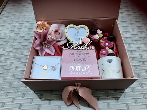 Mother's,Day,Indulgence,Gift,Box,Mother's Day Gift, Mum Gifts, Gifts, Gift Box, Rose Gold