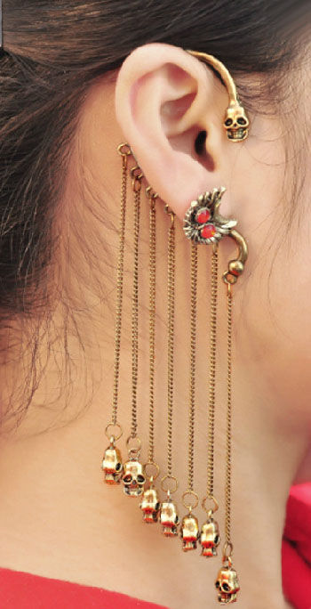 CHAIN AND SKULL CHARMS EAR CUFF - product image