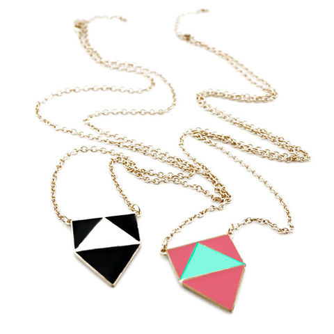 RECTANGLE,WITH,TRIANGLE,NECKLACE