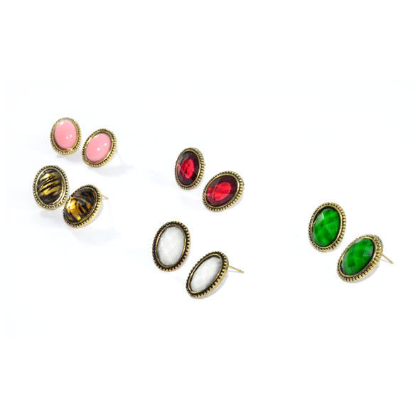 LITTLE OVAL EARRINGS - product image