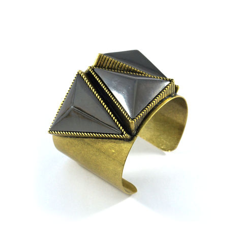 VINTAGE,TRIANGLE,PYRAMID,BANGLE,VINTAGE STYLE BANGLE, TRIANGLE PYRAMID BANGLE,TRIPLE TRIANGLE PYRAMID BANGLE, VINTAGE GOLD BANGLE, VINTAGE STYLE PYRAMID BANGLE, BLACK PYRAMID BANGLE