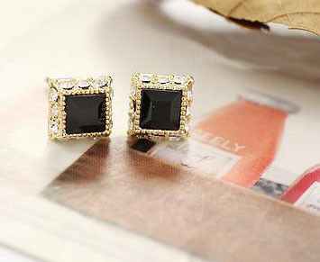 SQUARE CRYSTAL EARRING - product image