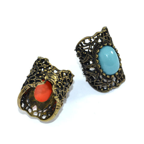 FILIGREE,WITH,CRYSTAL,RING,FILIGREE RING, VINTAGE FILIGREE RING, STONE WITH FILIGREE RING, RED STONE FILIGREE RING, HOLLOW PATTERN RING, VINTAGE HOLLOW PATTERN RING