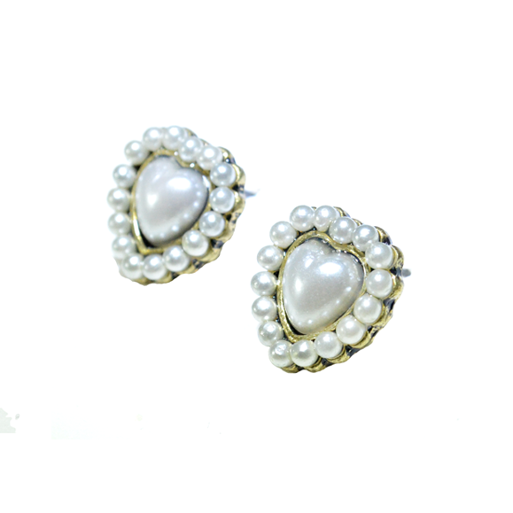 MINI PEARL WITH HEART EAR STUD - product image
