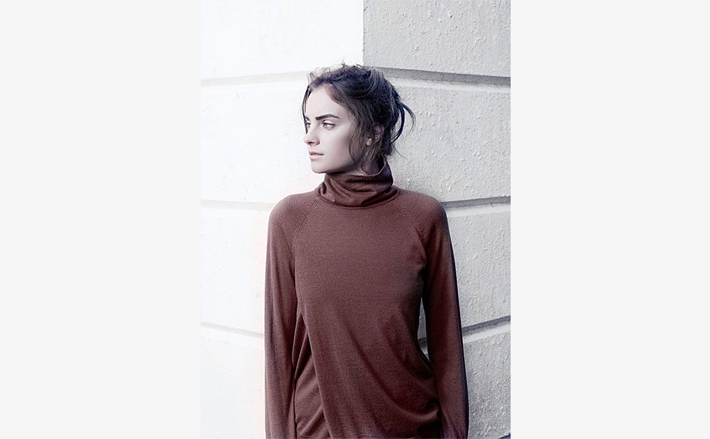 OPENING FRONT TURTLENECK SWEATER