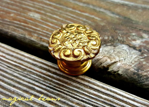 Vintage,Victorian,Dresser,Knob,gold drawer pulls, brass knobs, dresser hardware, vintage brass hardware, vintage drawer pulls, french country knobs, vintage knobs