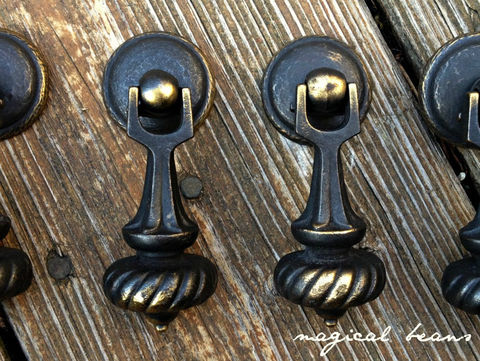 MCM,Black,&,Gold,Tear-Drop,Pull,by,Keeler,Brass,Co.,Pendant Pulls, Black drawerPulls, Gold dawer Pulls, door Knocker Pulls, Keeler Brass co , dresser hardware, teardrop pulls, vintage drawer pulls,
