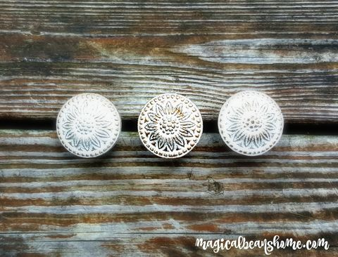 Farmhouse,Chic,Decorative,Drawer,Knobs,in,White,&,Gold,Floral Knobs, White & Gold Knobs, White & Gold Drawer Pulls, White & Gold Dresser Pulls, White & Gold Hardware, White & Gold Furniture Pulls, Farmhouse Knobs, Farmhouse Drawer Pulls, Farmhouse Dresser Hardware, Farmhouse Rustic Pulls, Farmhouse Rustic Kno