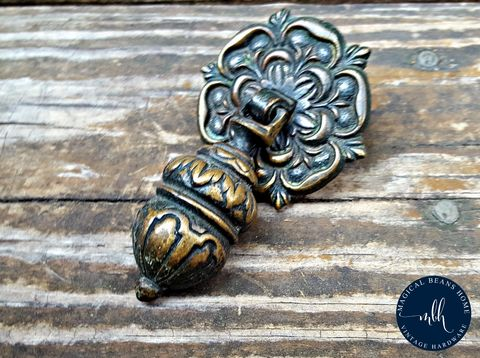 Vintage,Keeler,Brass,Co,Antiqued,Teardrop,Pull,vintage teardrop pull, antiqued  brass drawer pulls, keeler brass co hardware, kbc drawer pull, dark brass teardrop pull, dresser hardware, pendant pulls, cabinet pulls, ornate teardrop pulls