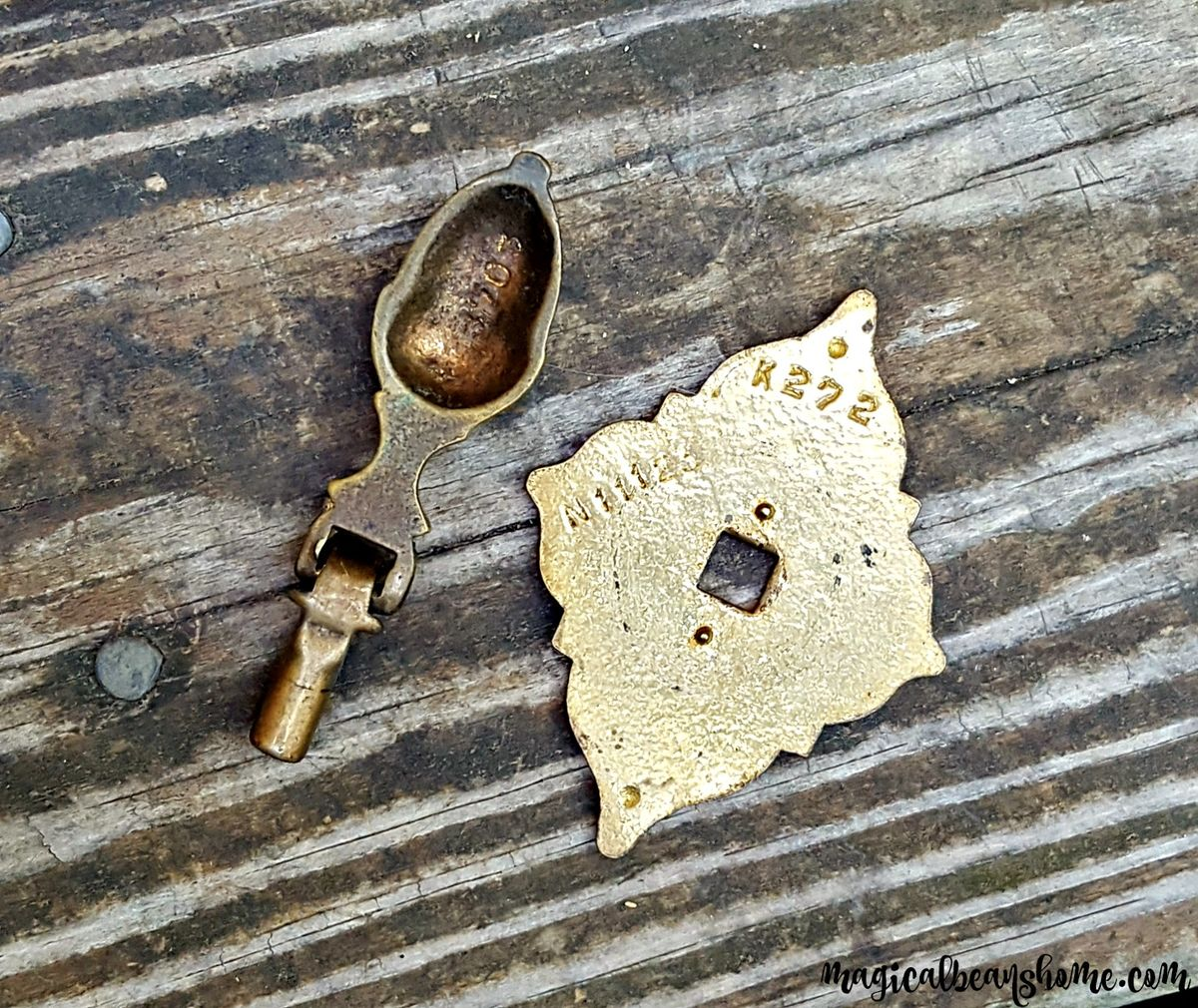 Vintage Keeler Brass Co Acorn Style Gold Teardrop Pull in Solid Brass  - product images  of