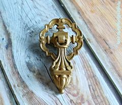 Vintage,Gold,Edwardian,Pendant,Pull,in,Solid,Brass,vintage drawer pulls, Edwardian teardrop pulls, brass drawer pulls, brass pendant pulls, dresser hardware, gold drawer pulls, brass teardrop pulls, gold dresser drawer pulls, decorative pulls, vintage gold pendant pull in solid brass,