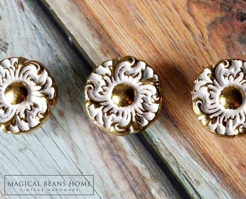 Vintage,Keeler,Brass,Co,Hollywood,Regency,Gold,&,White,Floral,Knobs,Keeler Brass Co Period Hardware, Keeler Drawer Knobs, Floral Drawer Knobs ,Hollywood Regency Drawer Knob ,French Provincial Furniture Pulls ,Gold & White Floral Dresser Knobs ,Vintage Brass Drawer Knobs