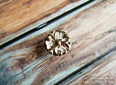 Vintage,Hollywood,Regency,White,&,Gold,Dresser,Drawer,Knobs,Hollywood Regency Knobs, Dresser Knob, French Provincial Knobs, Furniture Pulls, Gold & White Knobs, Floral Knobs, Dresser Drawer Knobs, Vintage Drawer Knobs, Cabinet Knobs, Restoration Knobs, Glamorous Knobs, Vanity Drawer Knobs, Buffet & Hutch Knobs