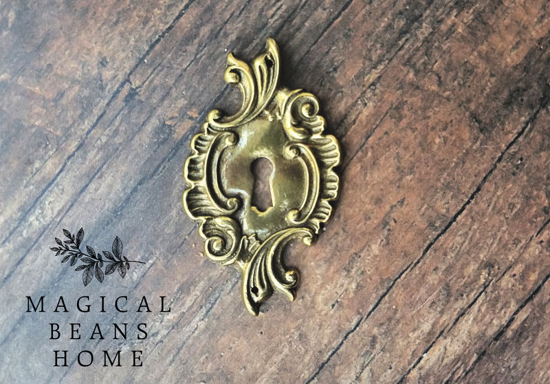 Reclaimed Antique Keeler Brass Co French Provincial Gold Skeleton Keyhole Backplate - product images  of