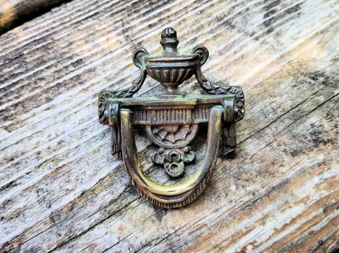 Vintage,Keeler,Brass,Co,Urn,Vase,Knocker,Style,Antiqued,Ring,Pull,vintage drawer pull, brass ring pull, cabinet pulls, dresser pulls, keeler brass co ring pulls, antiqued brass ring pull, victorian ring pull, drop bail pull