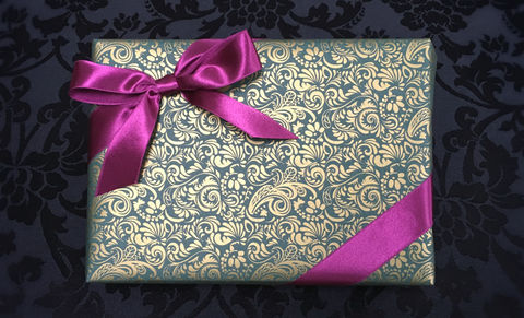 Green,Wrap,&,Purple,Ribbon