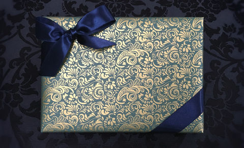 Green,Wrap,&,Navy,Ribbon
