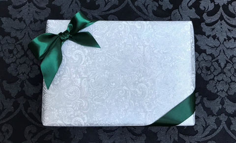 White,Wrap,&,Green,Ribbon