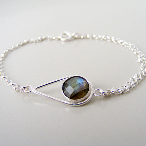 Silver,Labradorite,Teardrop,Bracelet,Jewelry,Tanya_Garfield,UK_handmade,free_UK_delivery,double_chain_detail,grey,modern_bracelet,bridal_bracelet,bridesmaid_bracelet,contemporary,classic_bracelet,simple,opulent_stone,luxurious_earrings