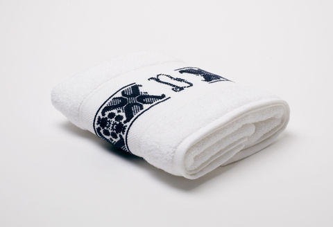 Hand-Embroidered,Personalised,Towel,with,Initial,—,D,personalised gift, hand-embroidered, towel, monogrammed, linen, initial, luxury towel, Trésor, London