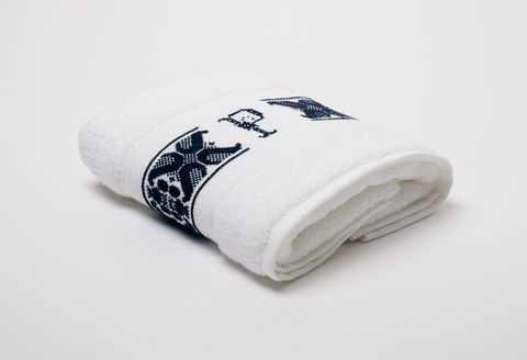 Hand-Embroidered,Personalised,Towel,with,Initial,—,P,personalised gift, hand-embroidered, towel, monogrammed, linen, initial, luxury towel, Trésor, London