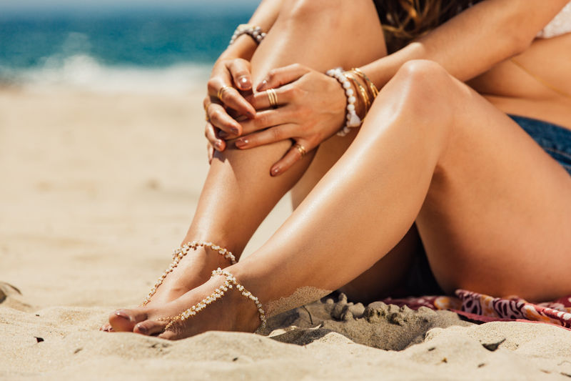 LOVMELY barefoot sandal /anklet 22k gold wire wrapped seaglass or white beads / boho chic - product images  of