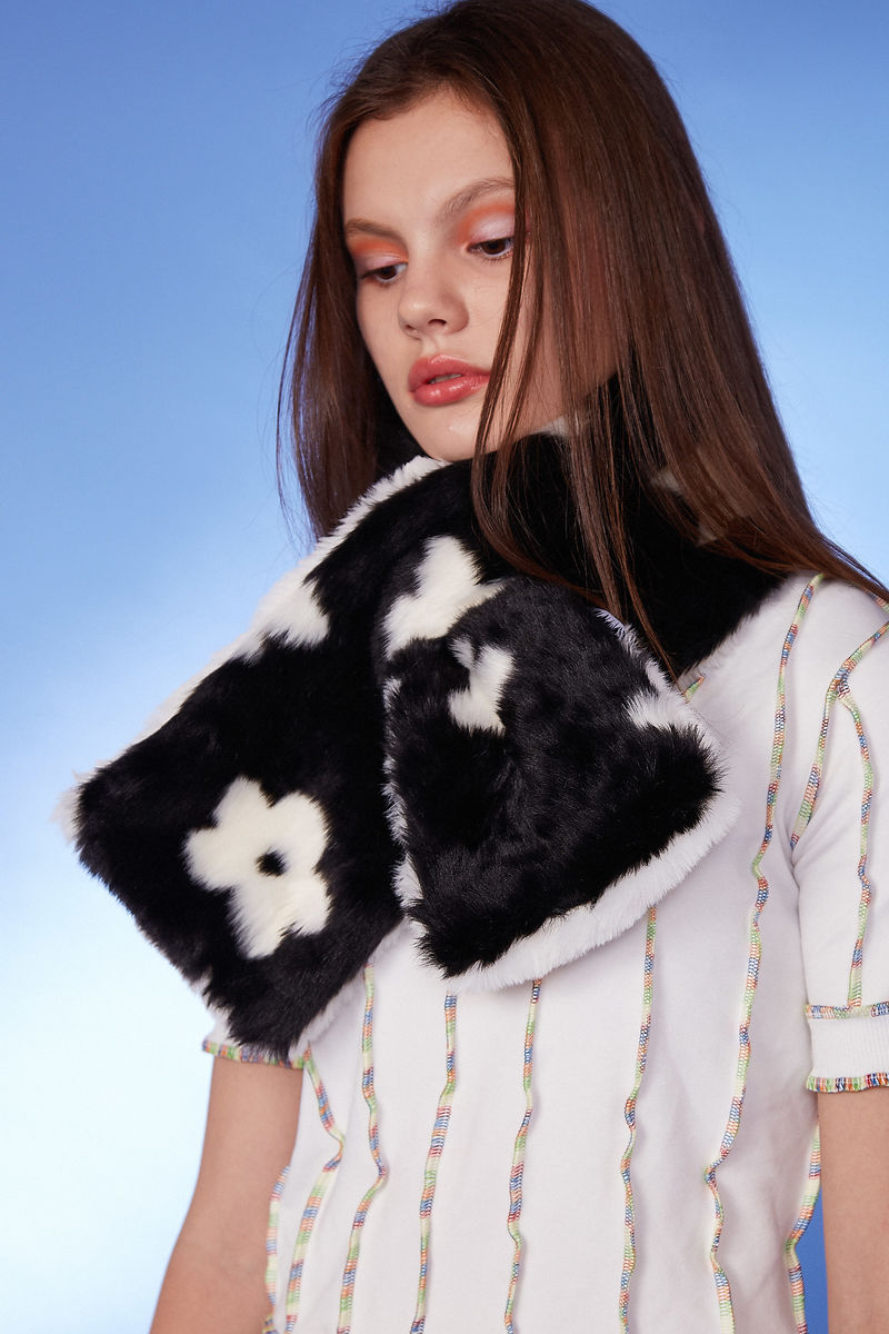 FLOWER FAUX FUR SCARF - product image