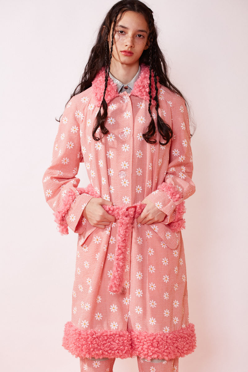 MAC COAT WITH FAUX FUR DETAILS IN DAISY PRINT  - product image