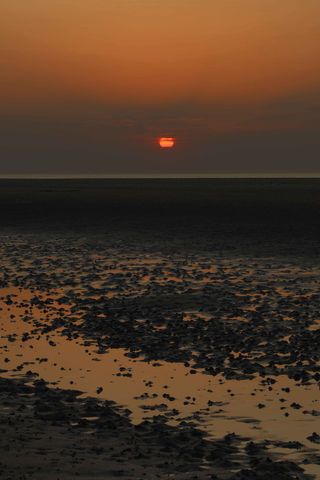 Red,Sunset,at,Wells-next-the-Sea,Wells-next-the-sea photo print, Red sun, Coastal Print, Norfolk coast, sunset scene, Norfolk sunset, Norfolk photo prints, Norfolk sunset prints, Wells-next-the-sea sunset