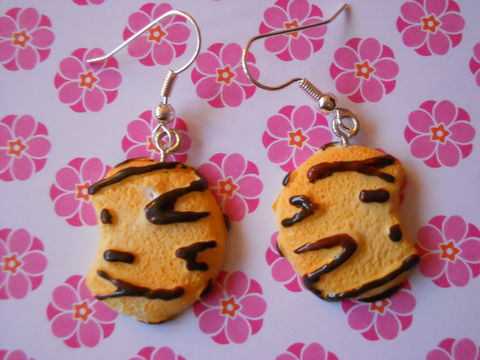 Chocolate,Cookie,Earrings,harajuku kawaii half eaten cookie with brown chocolate icing  sweets food drop earrings