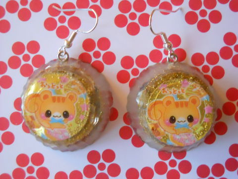 Silver,Gold,Chocolate,Cat,Earrings,harajuku kawaii Resin diamond shapes filled with green glittery stars decorated with kawaii dog and backed with silver glitter on drop earrings.