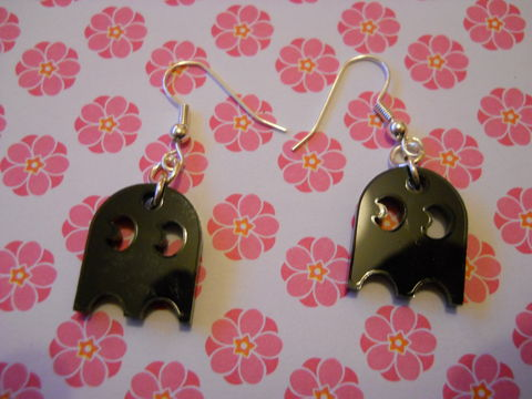 Black,Pac,Man,Ghoul,Earrings,harajuku kawaii shiny black pac man ghost computer game on drop earrings.