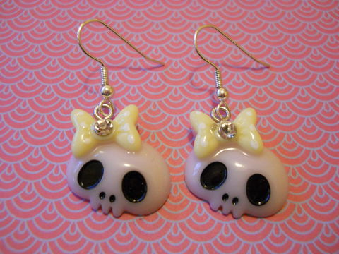 Pink,and,White,Skull,Earrings,harajuku kawaii Funky shiny white light pink skull faces wearing bows with diamanté rhinestone on drop earrings.