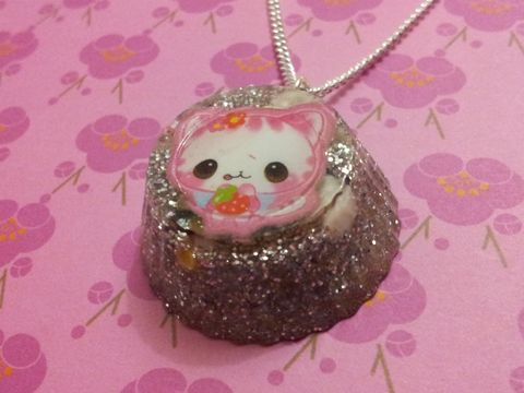 Sparkly,Silver,Glitter,Round,Kawaii,Pink,Sushi,Cat,Necklace,Unbelievably sparkly and eye-catching circular resin necklace pendant filled with silver glitter and also featuring a pink kawaii cat holding a strawberry and onigiri sushi charms inside. . pendant silver gold necklace chain cute pendant