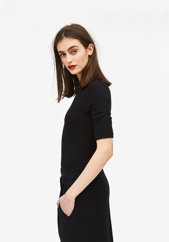 SHORT,SLEEVE,TURTLENECK,IN,BLACK