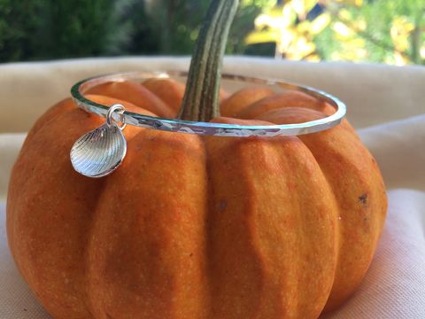 Single,shell,bangle,Silver bangle, hammered silver, shell charm, silverbean jewellery