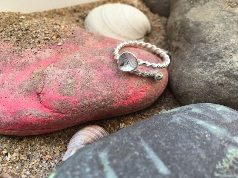 Adjustable silver shell ring - product images  of