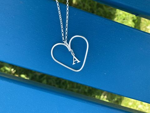 Silver,wire,heart,necklace,with,star,or,letter